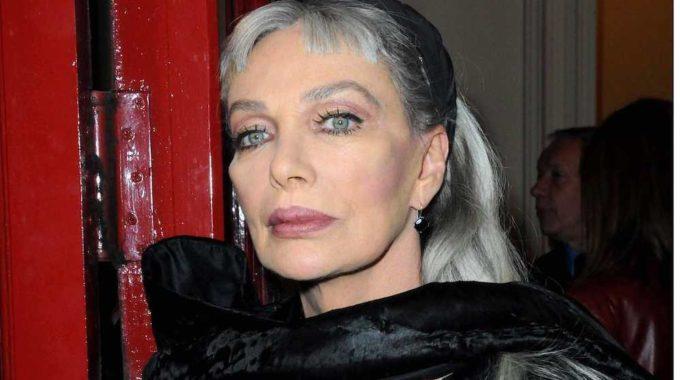 """Marie Laforêt, cantante y actriz francesa """"con los ojos dorados"""", muere a los 80"""