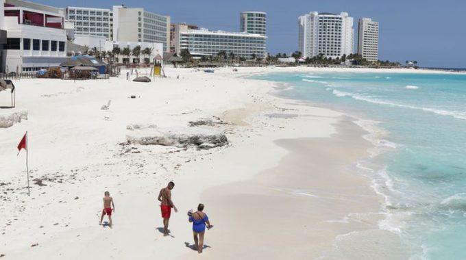 México aprieta frenos de coronavirus en lugares turísticos, otros bolsillos