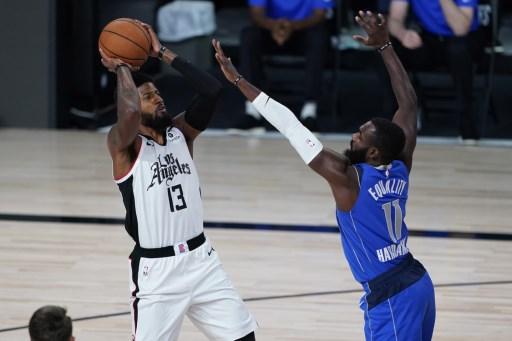 """Paul George sale de su """"lugar oscuro"""" para anotar 35, y hace que los Clippers ganen el Juego 5"""