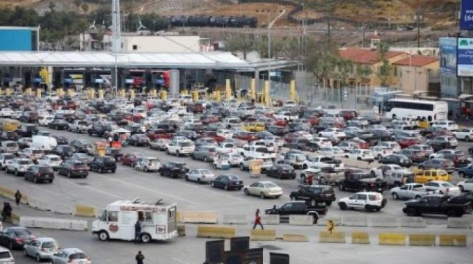 México critica el plan de Trump de gravar los automóviles que cruzan la frontera