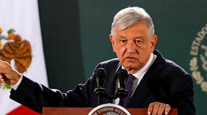 """El presidente de México califica al exlíder de """"hipócrita"""""""