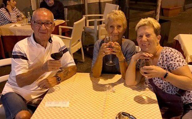 La pareja finalmente regresó de España después de cuatro meses de encierro y once vuelos cancelados.