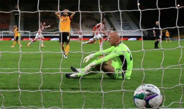 Lobos sorprendidos por Stoke de segunda división en la Copa de la Liga