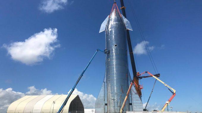 SpaceX apila el prototipo Starship SN8 antes de un vuelo de prueba épico