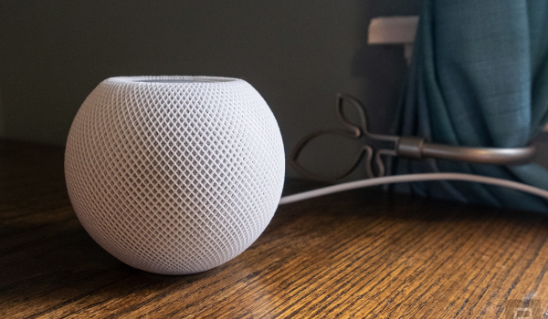El HomePod mini de Apple no dejará marcas en sus elegantes muebles de madera