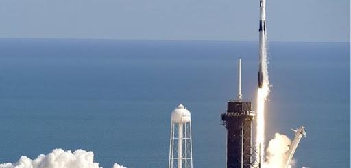 Elon Musk dice que SpaceX intentará recuperar el cohete súper pesado atrapándolo con la torre de lanzamiento