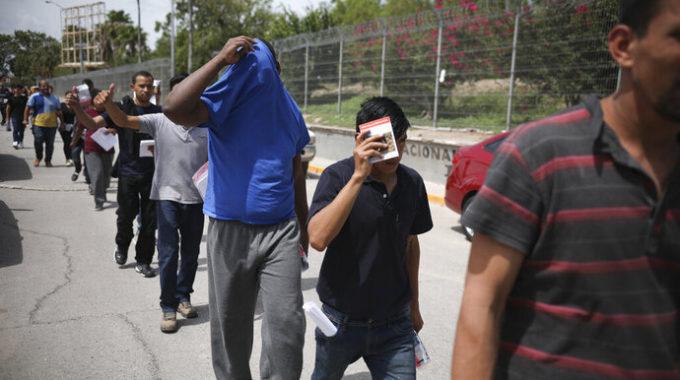 México espera que más migrantes regresen de Estados Unidos en 2021