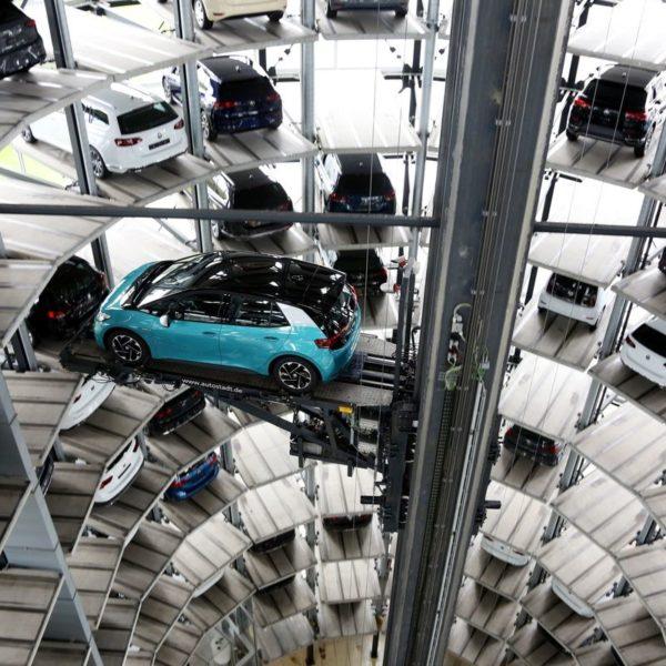 VW pierde decenas de miles de automóviles en China por escasez de chips