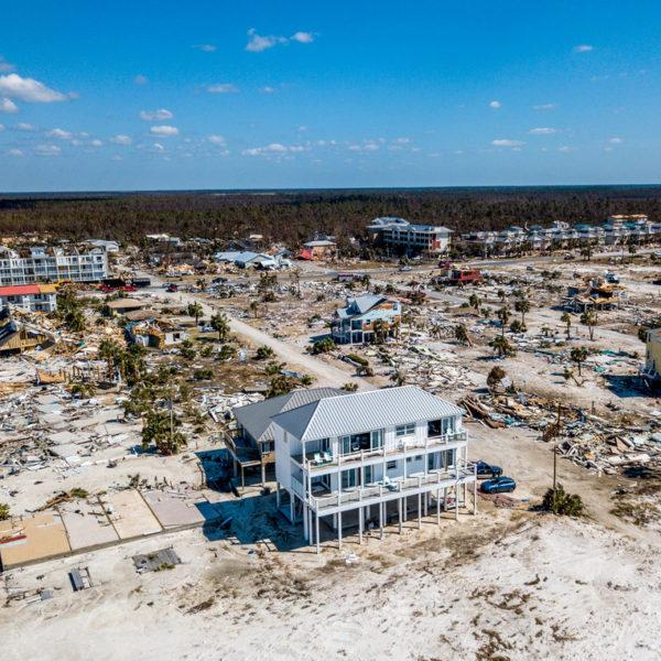 Mexico Beach se reconstruye y espera la factura