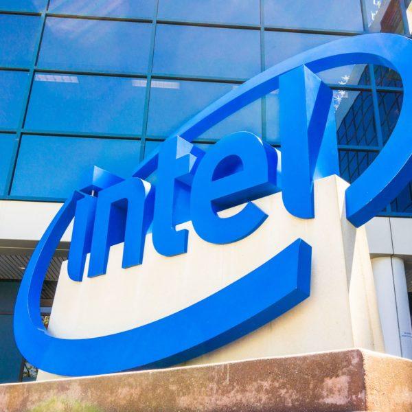 Las acciones de Intel aumentan tras las ganancias del cuarto trimestre mientras las ventas de PC continúan impresionando
