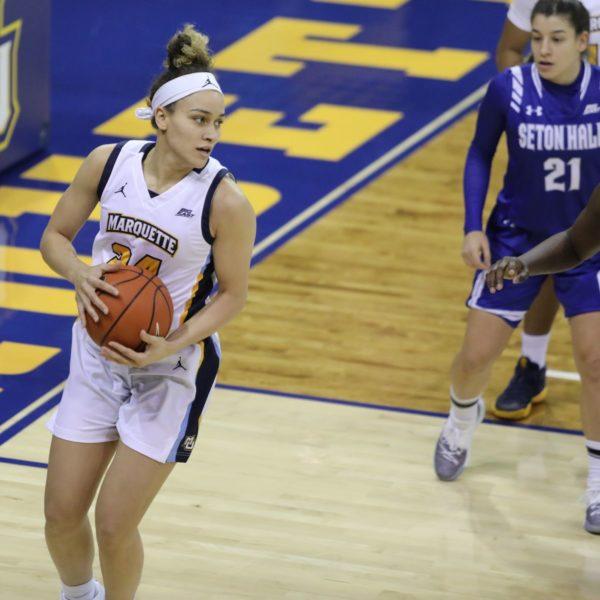 Selena Lott, graduada de Columbia, jugando bien para Marquette