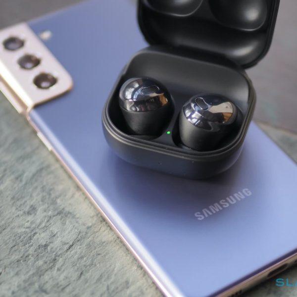 Samsung se vuelve retro con las fundas Galaxy Buds Pro que se parecen a su viejo teléfono plegable