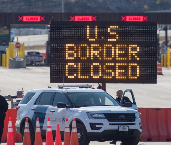 EE. UU. Extiende las restricciones de viaje en las fronteras terrestres con Canadá y México hasta el 21 de marzo