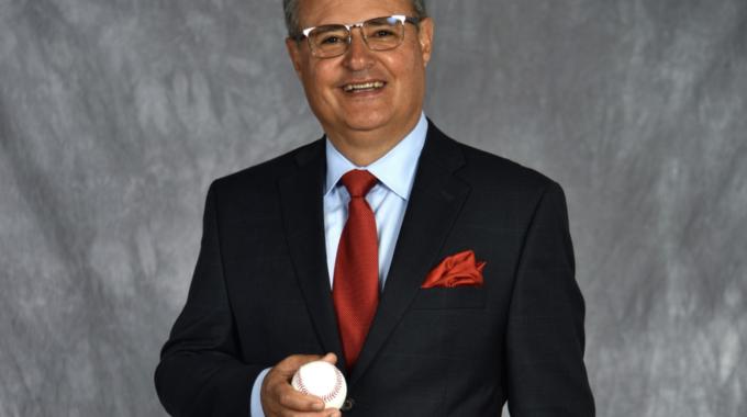 El locutor en español de los Dodgers Jorge Jarrin se retira