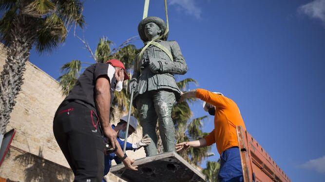 Se retira la última estatua pública del dictador español Franco