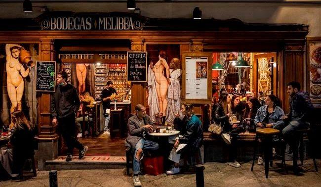 Los centros turísticos españoles languidecen mientras Madrid acoge las fiestas europeas