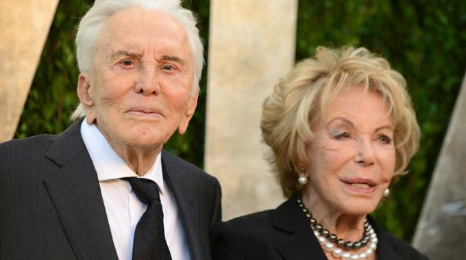 Anne Douglas, viuda del actor Kirk Douglas, muere a los 102 años