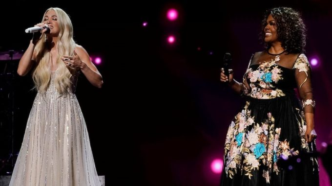 La nominada a los premios ACM, Carrie Underwood, sorprende a los espectadores con una actuación de gospel medley junto a CeCe Winans