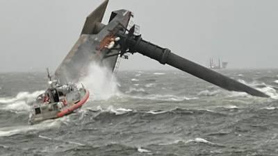 Gran barco comercial zozobra en el Golfo de México al sur de Luisiana; 6 rescatados