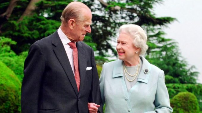 La reina Isabel cumple su primer deber desde la muerte del príncipe Felipe