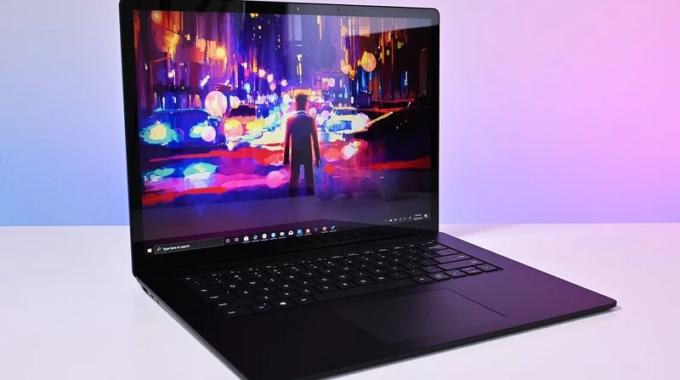 El último video de Microsoft muestra que hay más dispositivos Surface a la vuelta de la esquina