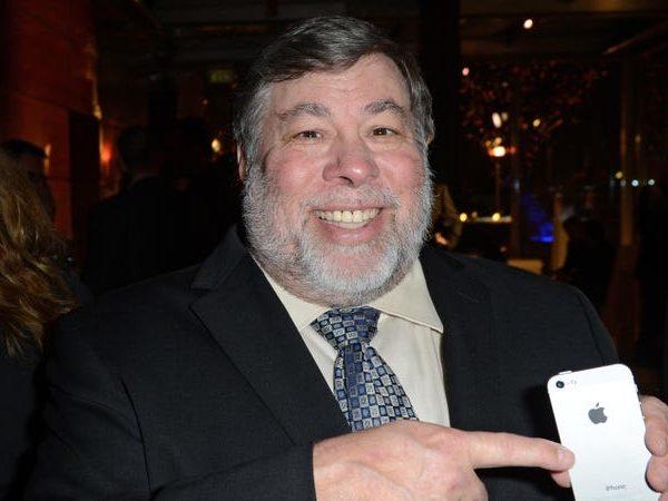 El cofundador de Apple, Steve Wozniak, enfrenta una demanda por infracción de derechos de autor por una escuela de tecnología de marca